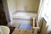 guesthouse_room2_bath