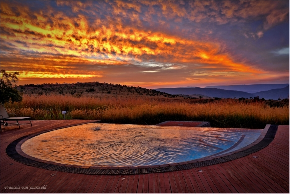 Maropeng_Swimming_Pool_Sunset_580_388_s