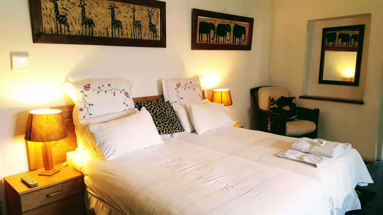 cropped-guesthouse-bedroom.jpg